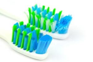 Aufsätze für elektrische Zahnbürsten wechseln