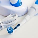Wie oft elektrische Zahnbürsten aufgeladen werden müssen