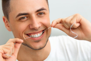 Wie Zahnseide richtig verwendet wird