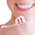 Machen spezielle Zahncremes die Zähne wirklich weißer?