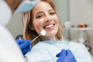 Bei Zahnschmerzen trotz Corona zum Zahnarzt – geht das?